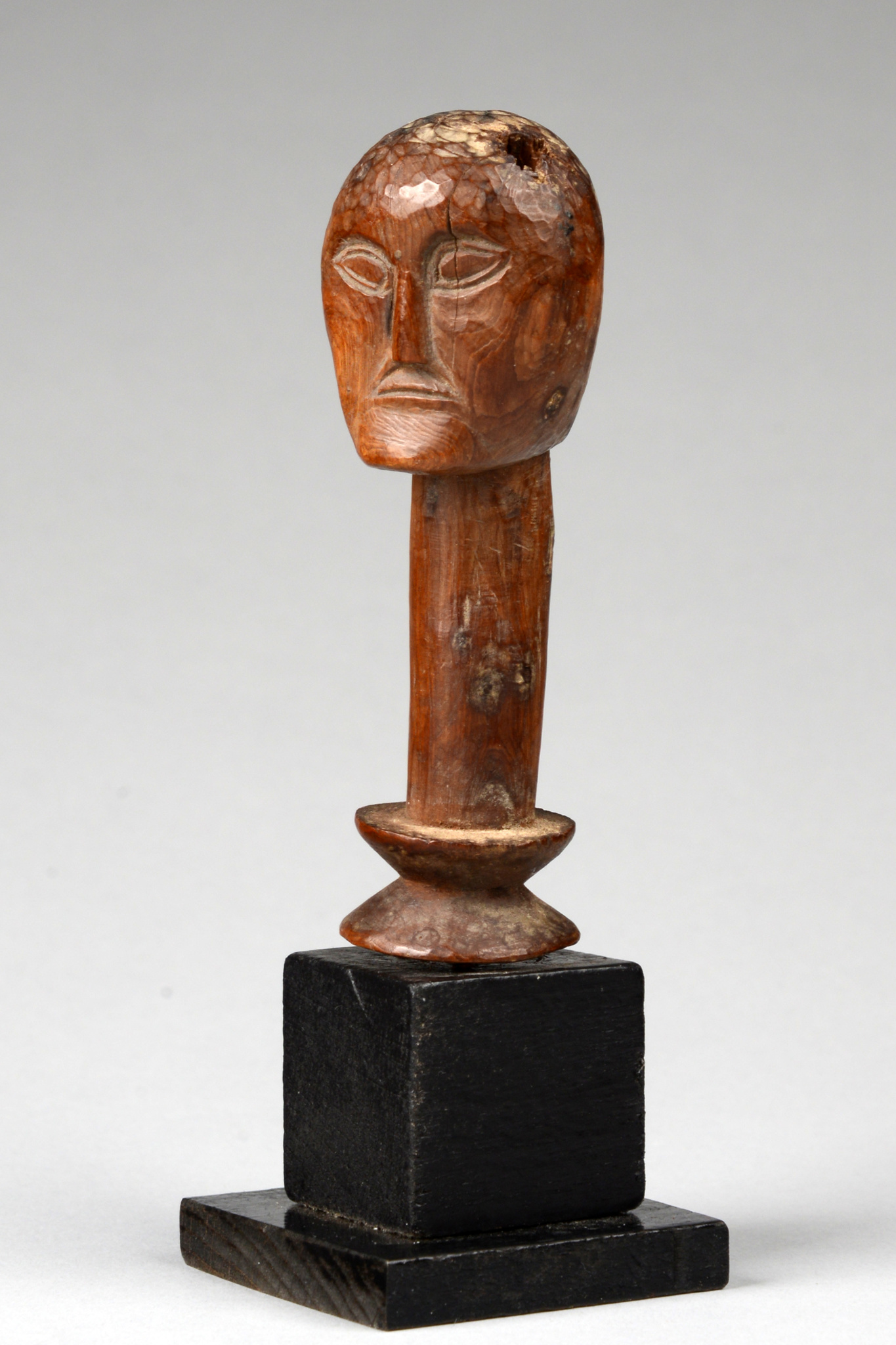 Anthropomorphic head sculpture