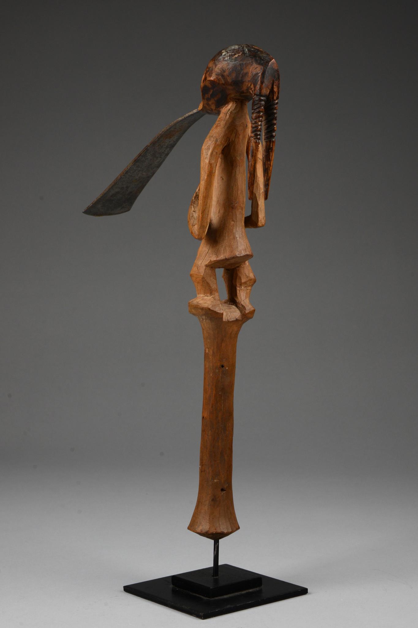 Prestigeaxt mit figural beschnitztem Griff