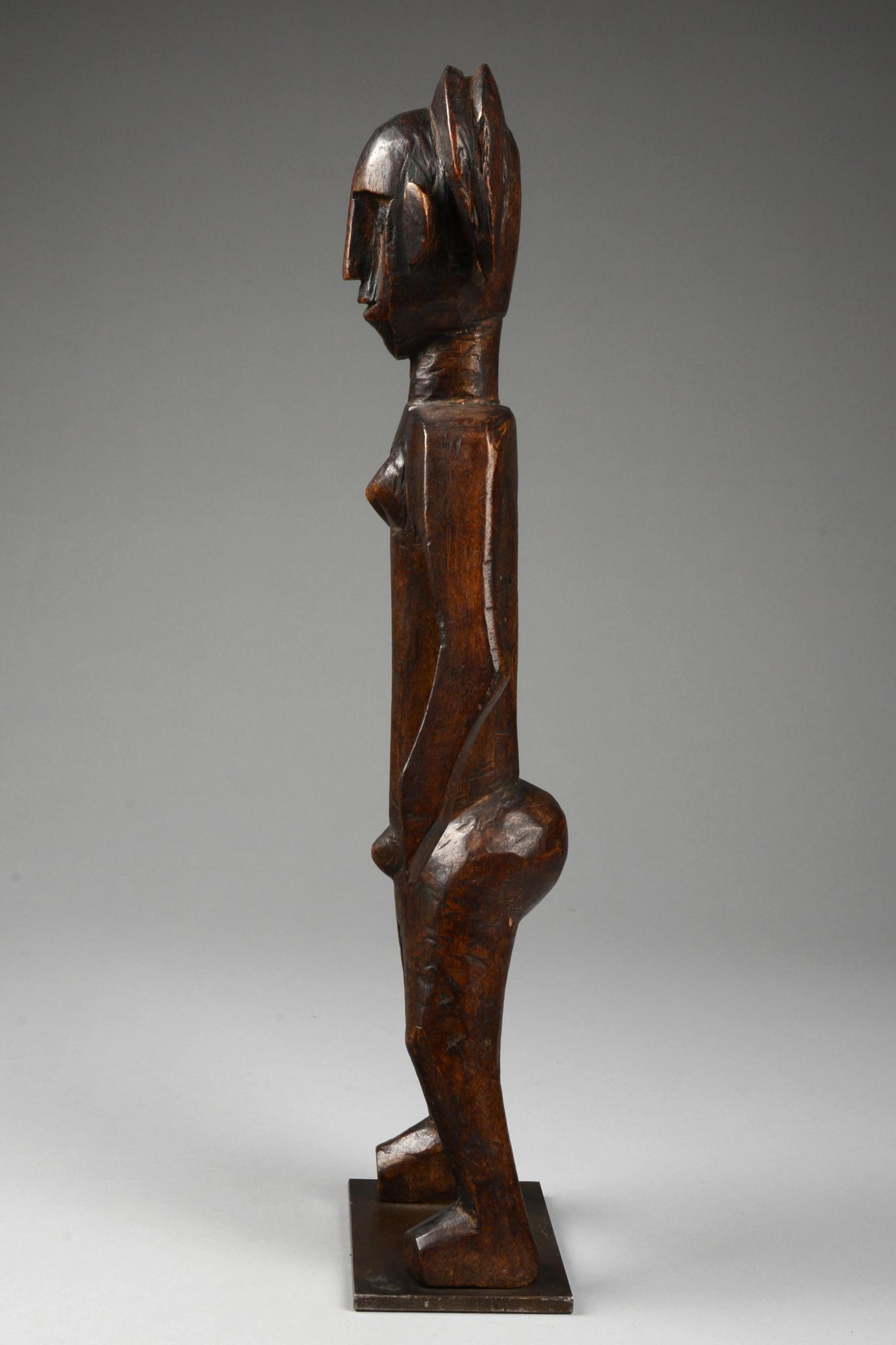 "Standing female figure ""flanitokele"" or ""jo nyeleni"""