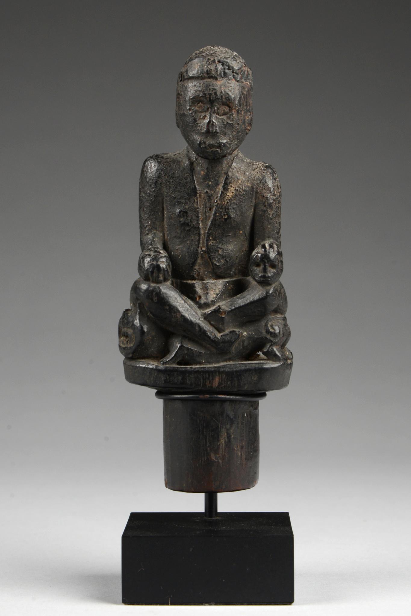 Figurale Bekrönung eines Ritualstabes