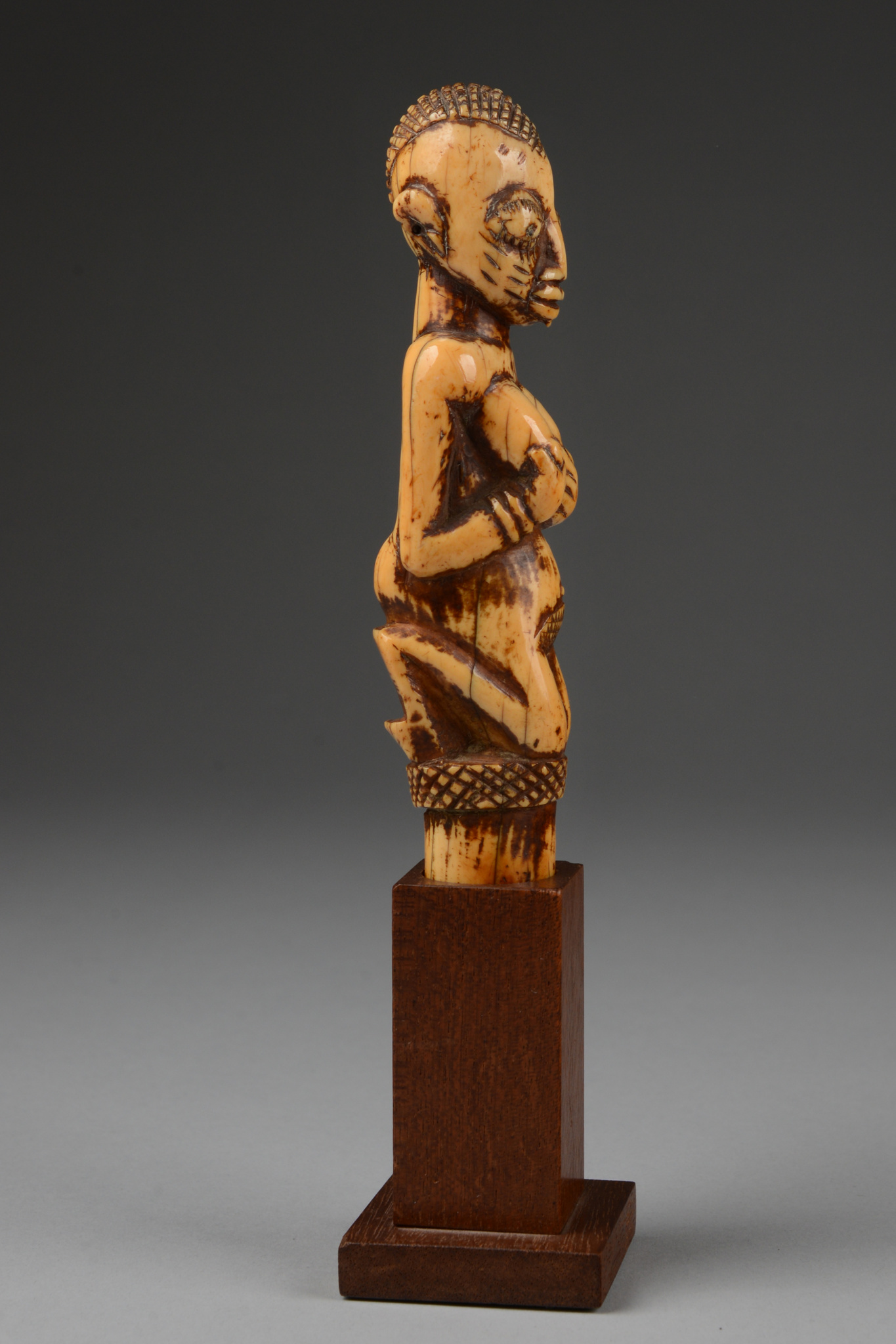 """Figural headpiece of an oracle tapper """"iroke"""" for the """"ifa"""" divination, 19th century"""