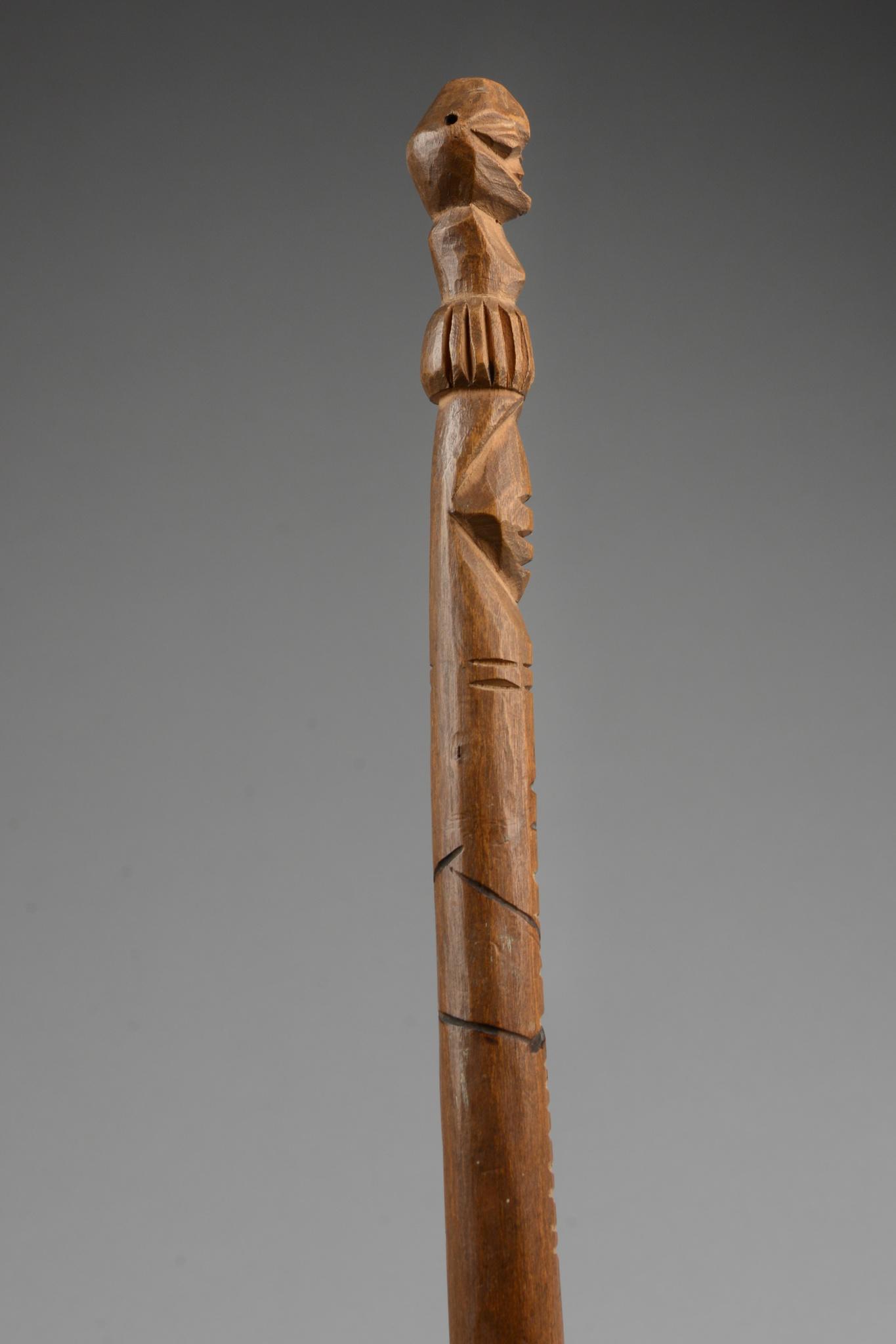 Figural beschnitzer Stab